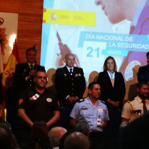 Fyrescan estuvo presente en el acto oficial de entrega de las menciones honorificas en el día de la seguridad Privada. Es un orgullo ser testigo de los logros de nuestros/as alumnos/as. Felicidades a:  -Aday -Rogelio -Cristopher Agradecer a la Policía Nacional en general y a los/as organizadores del acto en particular, por la invitación. Feliz Día de la Seguridad Privada Margo Molinero Directoras Fyrescan